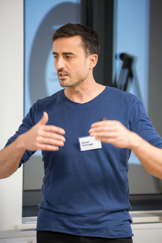 Dr. Daniel Holzinger referiert beim Netzwerktreffen Stuggi Nexxt