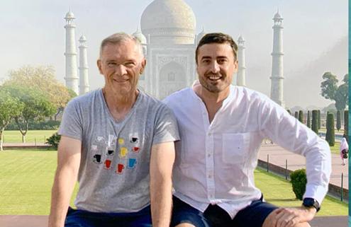 Milenko und Daniel vor dem Taj Mahal