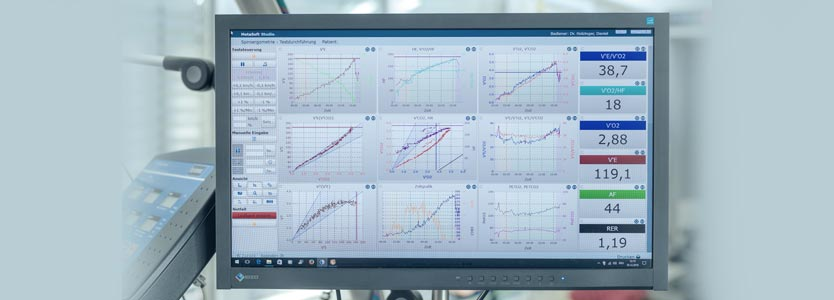 Bildschirm mit Ergebnissen der Atemgasanalyse bei der Spiroergometrie