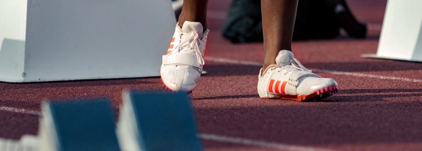 Läufer an der Startbahn. Wettkämpfe sind ein weiterer Schnittpunkt zwischen Coaching und Leistungsdiagnostik.