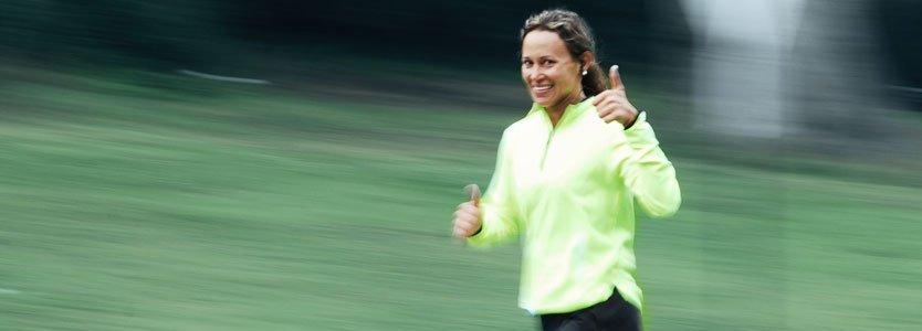 Läuferin trainiert für Halbmarathon