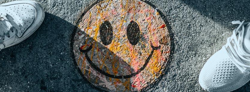 Ein künstlerisches Smiley. Die Nutzen von Coaching für das eigene Leben sind vielfältig.
